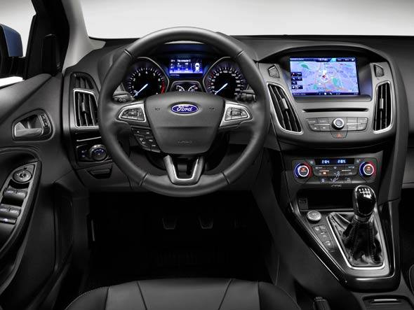 size_590_Ford-Focus-2015-Painel